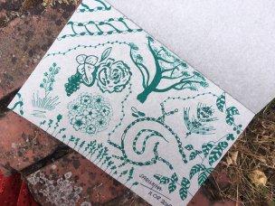 Tintenzeichnung von Blumen, Bäumen und Mustern
